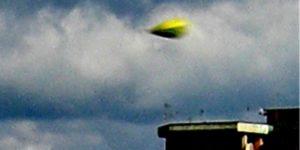 Bright yellow UFO filmed over Castel Volturno