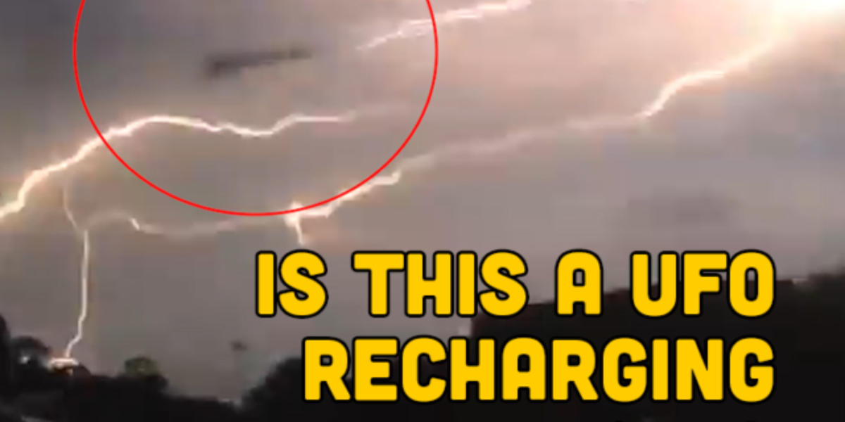 UFO recharging its batteries with lightning